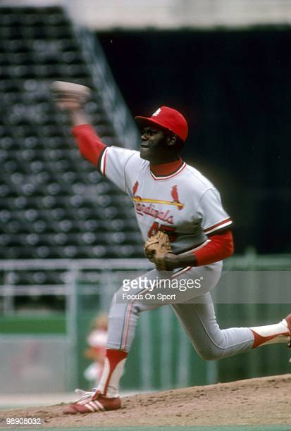 CIRCA 1970's Pitcher Bob Gibson of the St Louis Cardinals pitches circa mid 1970's during a Major League Baseball game Gibson played for the...