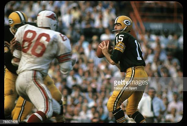 S: Quarterback Bart Starr of the Green Bay Packers is set to throw a pass against the St. Louis Cardinals during a circa 1960's NFL game at Lambeau...
