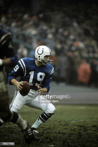 S: Quarterback Johnny Unitas of the Baltimore Colts drops back to pass during a late circa 1960's NFL football game at Memorial Stadium in Baltimore,...