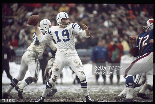 BUFFALO NY CIRCA 1970's Quarterback Johnny Unitas of the Baltimore Colts is back to pass against the Buffalo Bills during an early circa 1970's NFL...