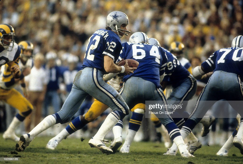 40e88b9d LOS ANGELES, CA - CIRCA 1970's: Quarterback Roger Staubach of Dallas ...