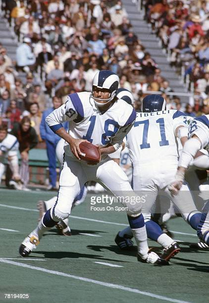PHILADELPHIA PA CIRCA 1970's Quarterback Roman Gabriel of the Los Angeles Rams turns to hand the ball off against the Philadelphia Eagles during a...