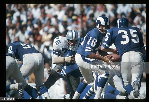 LOS ANGELES CA CIRCA 1970's Quarterback Roman Gabriel of the Los Angeles Rams turns to hand the ball off against the Dallas Cowboys during a early...