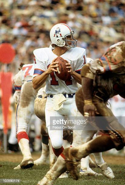 FLUSHING NY CIRCA 1970's Quarterback Steve Grogan of the New England Patriots drops back to pass against the New York Jets circa late 1970's during...