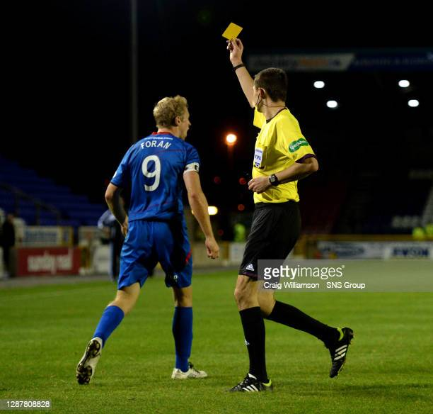 S Richie Foran is shown a yellow card by referee Kevin Clancy after claiming for a penalty.