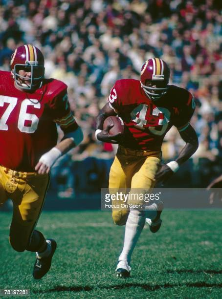 WASHINGTON DC CIRCA 1970's Running back Larry Brown of the Washington Redskins carries the ball during a circa 1970's NFL game against the San Diego...