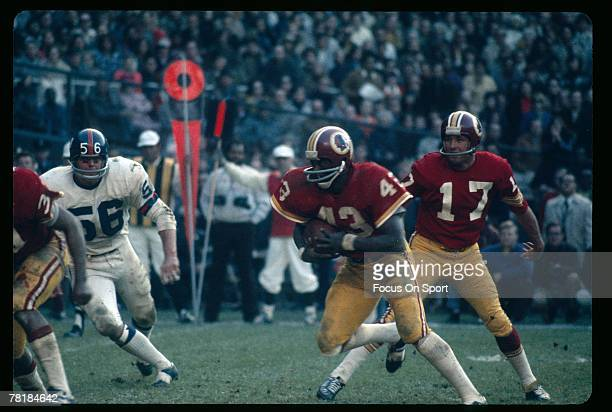 WASHINGTON DC CIRCA 1970's Running back Larry Brown of the Washington Redskins carries the ball against the New York Giants during a circa 1970's NFL...