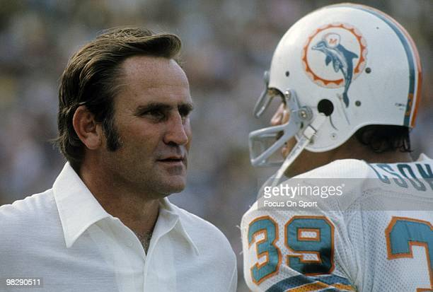 CIRCA 1970's Running back Larry Csonka of the Miami Dolphins talks with head coach Don Shula on the sidelines circa mid 1970's during an NFL football...
