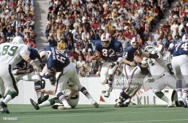 BUFFALO NY CIRCA 1970's Running back OJ Simpson of the Buffalo Bills carries the ball during a early circa 1970's NFL game against the Philadelphia...