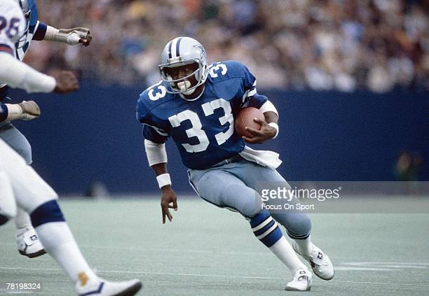 CIRCA 1980's Running back Tony Dorsett of the Dallas Cowboys carries the ball during a circa 1980's NFL game against the New York Giants at Giant...