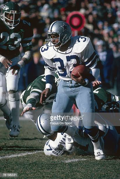 CIRCA 1980's Running back Tony Dorsett of the Dallas Cowboys carries the ball during a circa 1980's NFL game against the New York Jets at Giant...