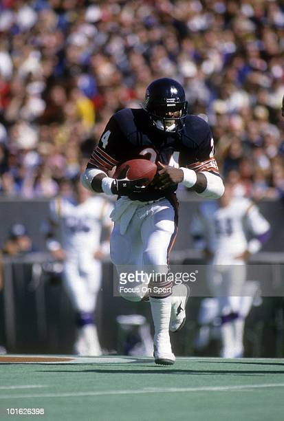 S: Running back Walter Payton of the Chicago Bears in action carries the ball against the Minnesota Vikings circa late 1970's during an NFL football...