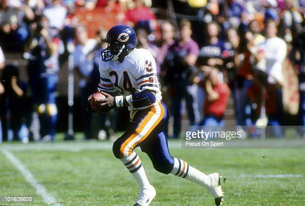 SAN FRANCISCO CA CIRCA 1980's Running back Walter Payton of the Chicago Bears in action carries the ball against the San Francisco 49ers circa mid...