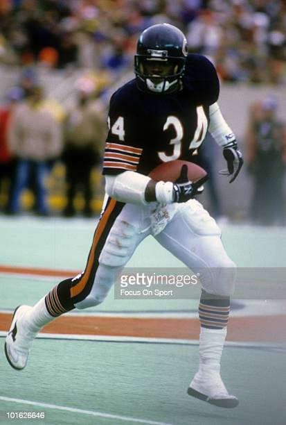 S: Running back Walter Payton of the Chicago Bears in action carries the ball circa late 1970's during an NFL football game at Soldier Field in...
