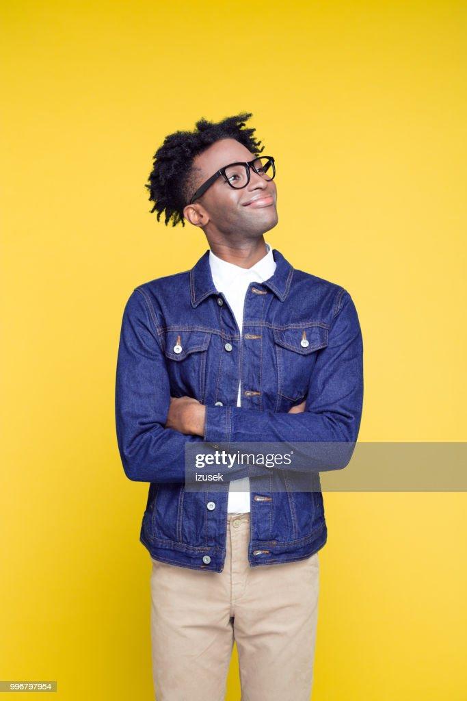 retrato de estilo dos anos 80 de jovem nerd feliz : Foto de stock