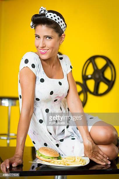 50 el estilo de hermosa mujer con hamburguesa - pjphoto69 fotografías e imágenes de stock