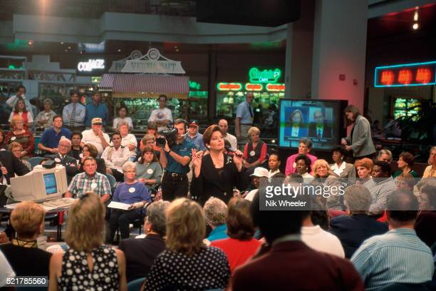 """cnn's """"talk back live"""" show - television show stock pictures, royalty-free photos & images"""