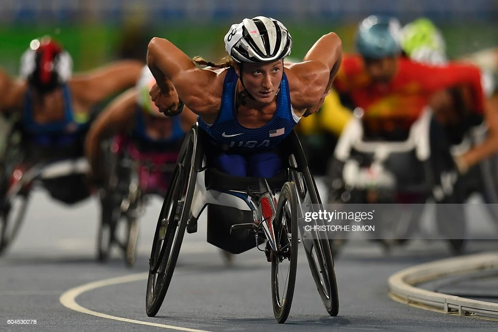 TOPSHOT - USA's Tatyana McFadden leads to win the women's 1500M race at the Olympic Stadium during the Rio 2016 Paralympic Games in Rio de Janeiro, Brazil, on September 13, 2016. / AFP / CHRISTOPHE