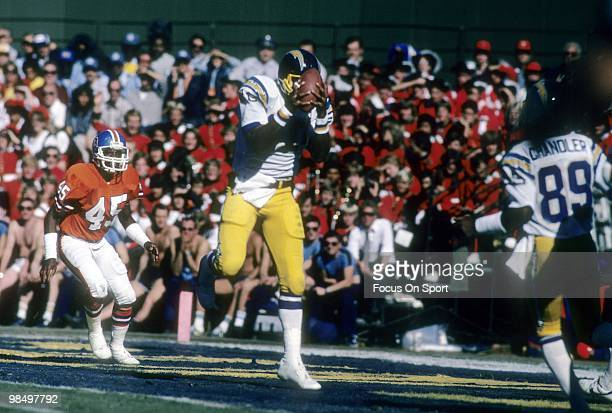 SAN DIEGO CA CIRCA 1980's Tight End Kellen Winslow of the San Diego Chargers catches a pass against the Denver Broncos circa early 1980's during an...
