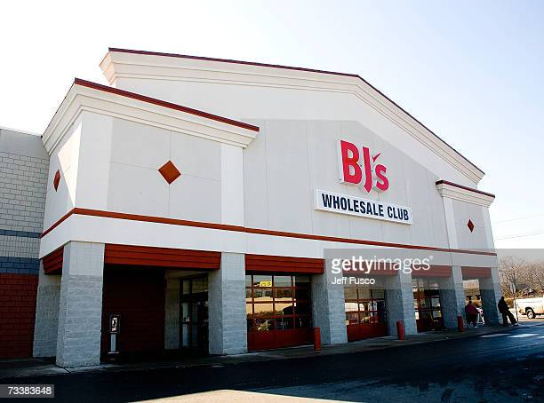 BJ's Wholesale Club awaits customers on February 21 2007 in Philadelphia Pennsylvania Yesterday the giant wholesaler announced a voluntary recall of...