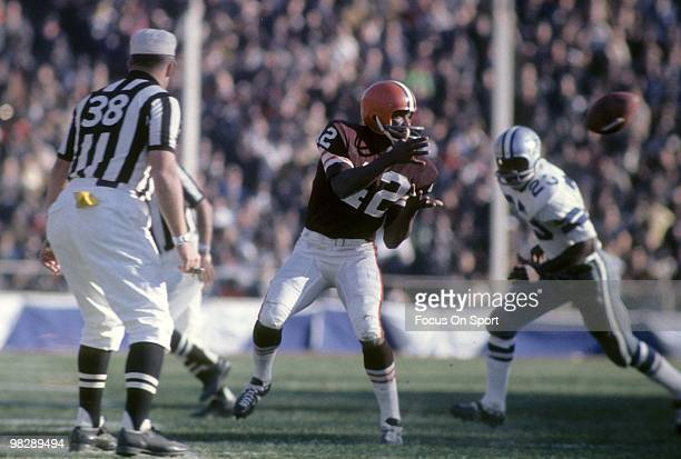 CLEVELAND OH CIRCA 1960's Wide receiver Paul Warfield of the Cleveland Browns in action catches a pass in front of defensive back Mel Renfro of the...