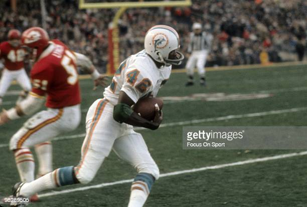 S: Wide receiver Paul Warfield of the Miami Dolphins runs with the ball after a catch against the Kansas City Chiefs circa early 1970's during an NFL...
