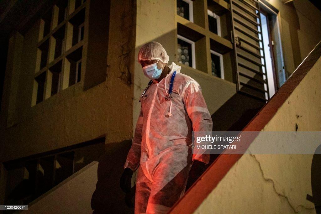 SAFRICA-HEALTH-VIRUS-EPIDEMIC : News Photo