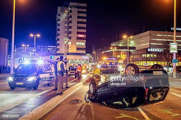 Saarbrücken Verkehrsunfall auf der WilhelmHeinrichBrücke ein Opel Corsa wird dabei über die mittlere Fahrbahnabtrennung geschleudert und landet auf...