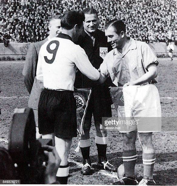 Federal Republik of Germany in Saarbrücken from left to right Fritz Walter captain of the West German team referee Johann Bronkhorst Peter Momber...
