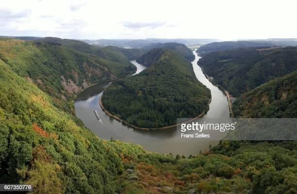 saarschleife river bend in saarland, germany - frans sellies stockfoto's en -beelden