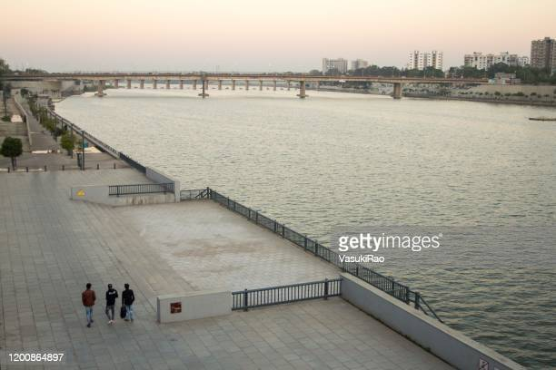 sabarmati riverfront, ahmedabad, gujarat, india - ahmedabad stock pictures, royalty-free photos & images