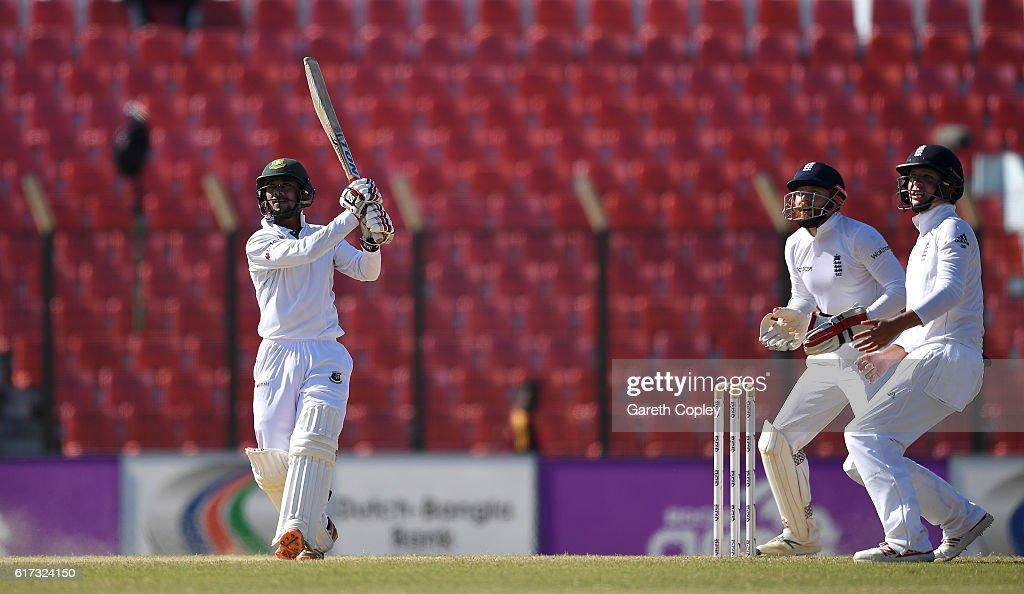 Bangladesh v England - First Test: Day Four : News Photo