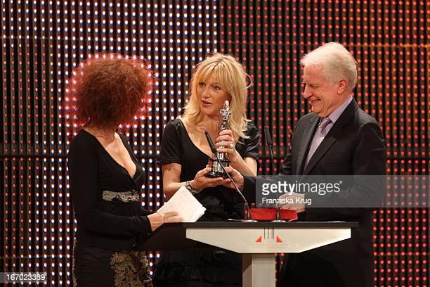 """Sabine Azema Und Andre Dussollier Mit Johanna Ter Steege Bei Der Verleihung Des """"20. Europäischen Filmpreis"""" Am 011207 In Berlin In Der Arena In..."""