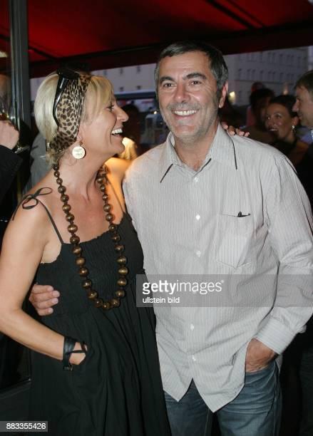 Sabine Christiansen Journalistin Moderatorin D mit ihrem Lebensgefaehrten Norbert Medus bei einer Aftershowparty im Grill Royal in Berlin