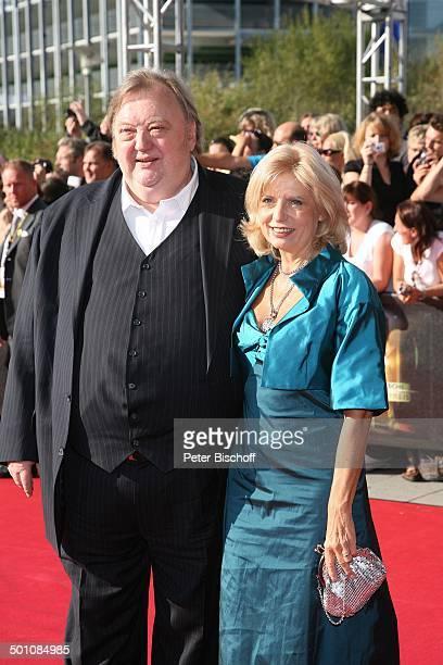 Sabine Postel (m.) mit Ehemann Dr. Otto Riewoldt (l.) und