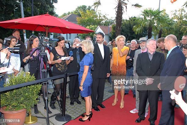 Sabine Postel Katja Riemann James Rizzi Manfred Zapatka Thomas Schaaf Gäste Presse Empfang bei Verleihung 2 Bremer Stadtmusikantenpreis vor Theater...