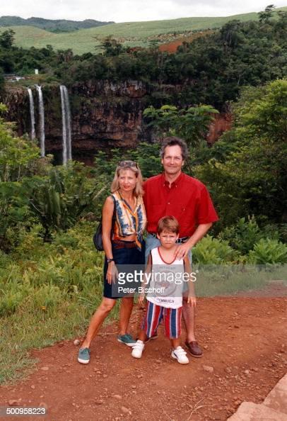 Sabine Postel mit Ehemann Dr. Otto Riewoldt und Sohn