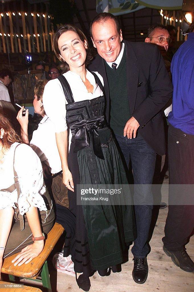 Sabine Sauer und Freund Dr. Alexander Paquet Feiern Auf