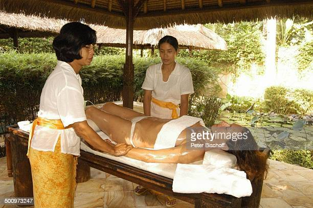 Sabine Schreier HotelMitarbeiterinnen Urlaub Sambirenteng/Bali/Indonesien/Asien Hotel Alam Anda Beach Bungalow Resort Schauspieler Massage...