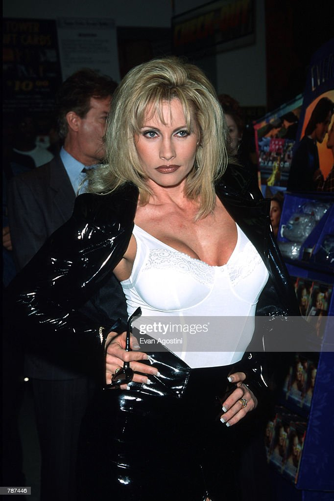 Sable Poses March 4, 1999 In New York City Holder Of The -6629