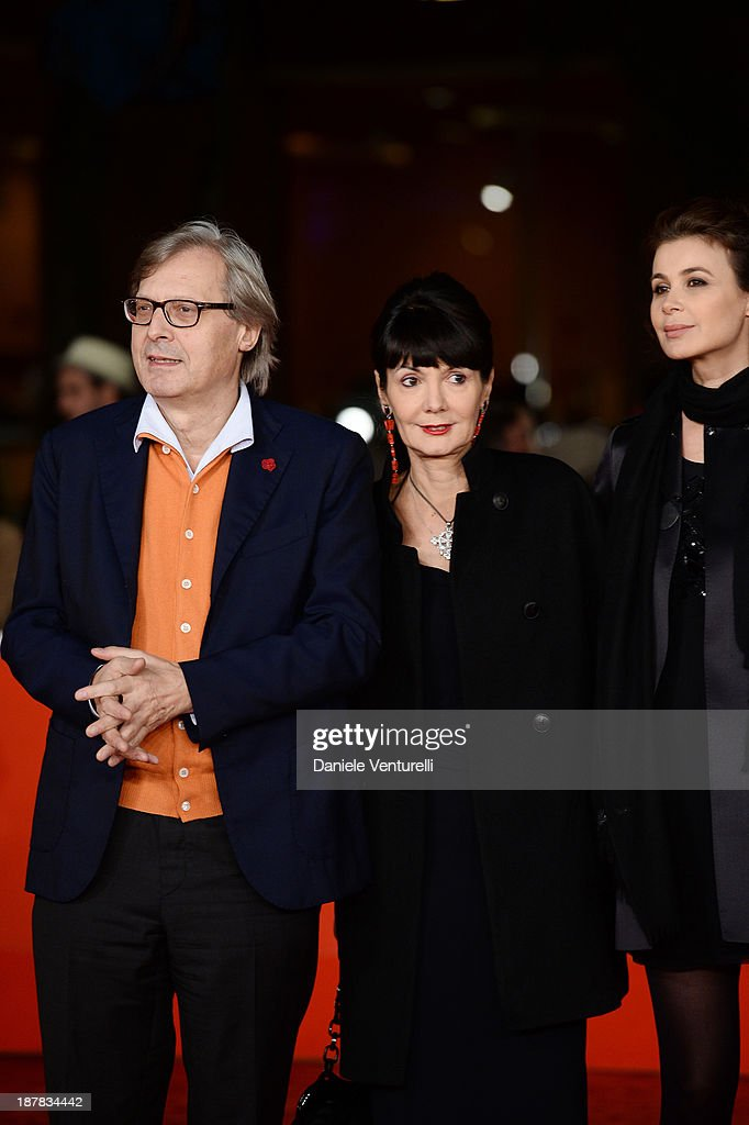 Sabrina Colle (R) and Vittorio Sgarbi (L) and Elisabetta Sgarbi (C) attend 'Racconti D'Amore' Premiere during The 8th Rome Film Festival on November 12, 2013 in Rome, Italy.