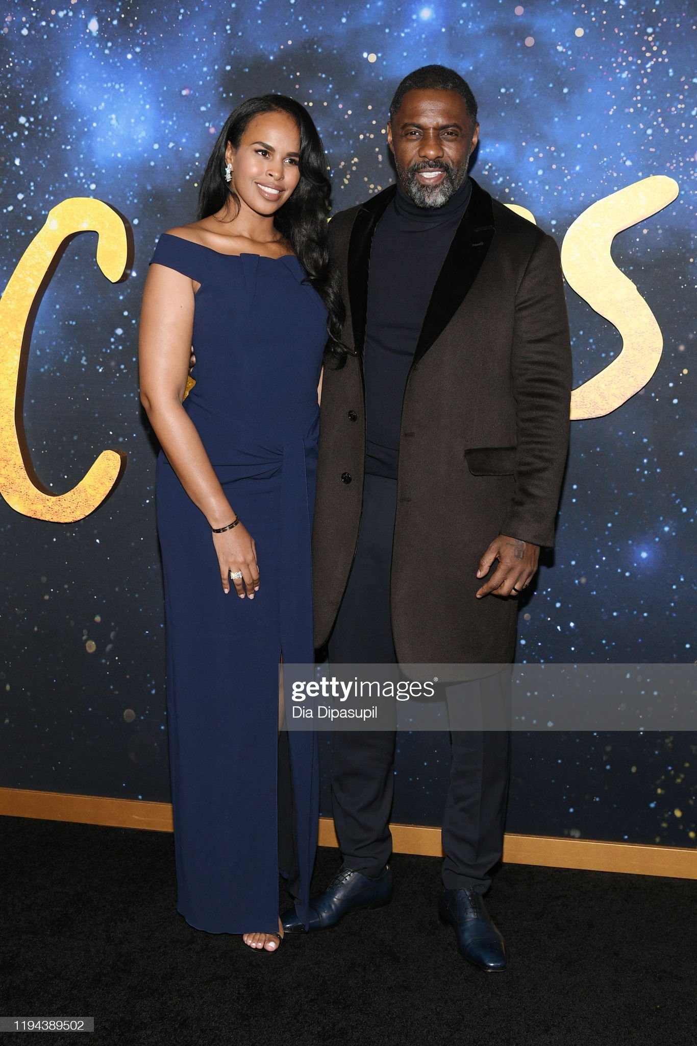 ¿Cuánto mide Idris Elba? - Real height Sabrina-dhowre-elba-and-idris-elba-attend-the-world-premiere-of-cats-picture-id1194389502?s=2048x2048