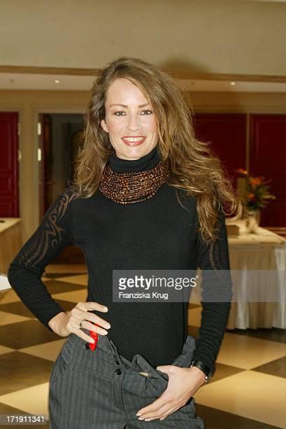Sabrina Staubitz Beim 'Catwalk Für Den Guten Zweck' Im Berliner Hotel Adlon