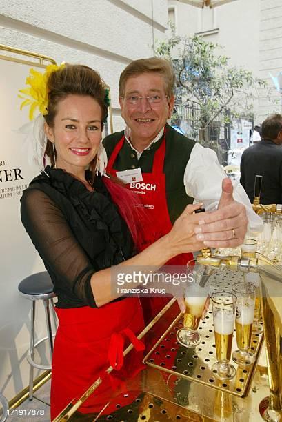 Sabrina Staubitz und Dr Thomas Goffel Bei Unicef Promikochen Foodstock 'Die Jungen Wilden Kochen' In München