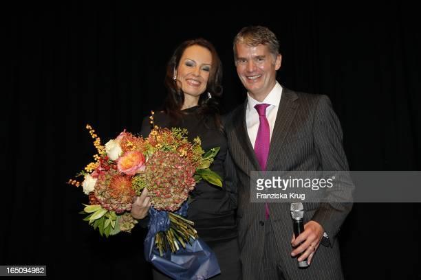 Sabrina Staubitz Und ProfDrDr Hermann Reichenspurner Bei Der Benefiz Veranstaltung Musical Trifft Das Herz Im Zentrum Zugunsten Der...