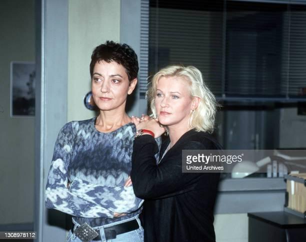 Sabrina und ihre neue Partnerin Ellen untersuchen einen Mordfall in einem Wohnghetto. Während der Ermittlungen trifft Sabrina eine alte Freundin. Die...