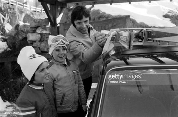 Sacha Distel at Mégéve, in family, february 1975.