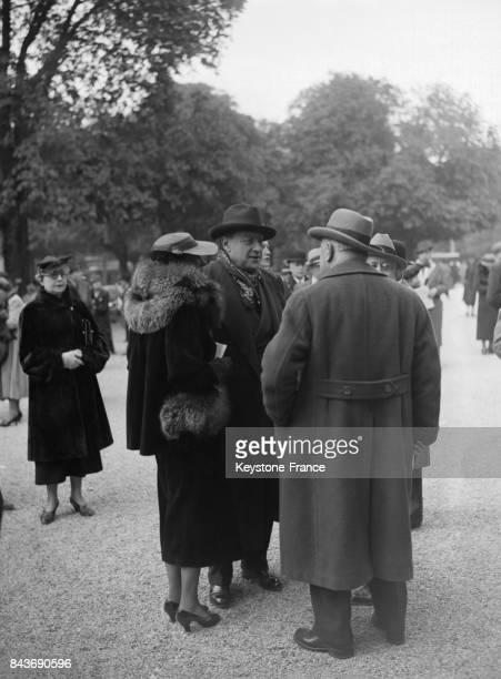 Sacha Guitry à l'hippodrome de Longchamps à Paris France circa 1930