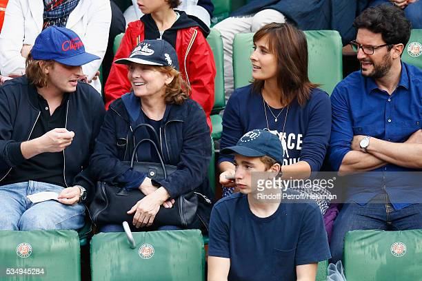 Sacha Sperling Diane Kurys Julie de Bona and guest attend the Jo Wilfied Tsonga match during the French Tennis Open at Roland Garros on May 28 2016...