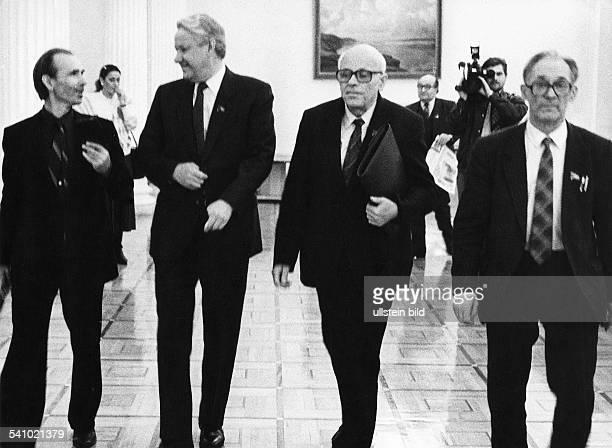 Sacharow Andrei D *Atomphysiker Buergerrechtler UdSSRFriedensnobelpreis 1975 Sitzung der interregionalen Abgeordnetengruppe im Kreml vlnr NN Boris...